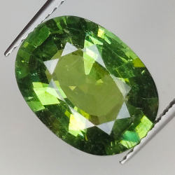 5.18ct Green Apatite oval...