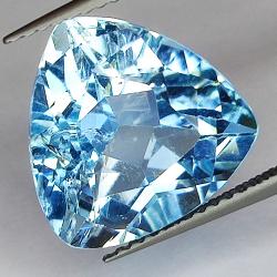 9.37ct Blue Topaz trilliant...