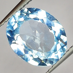 3.66ct Blue Topaz oval cut...