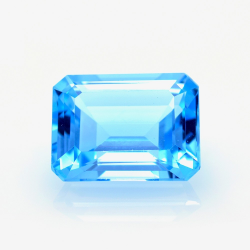 14,66 ct Blue Topaz Emerald...
